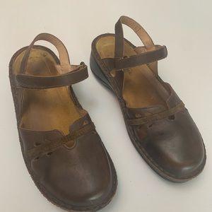 NAOT closed toe sling back sandal w/ankle strap 38
